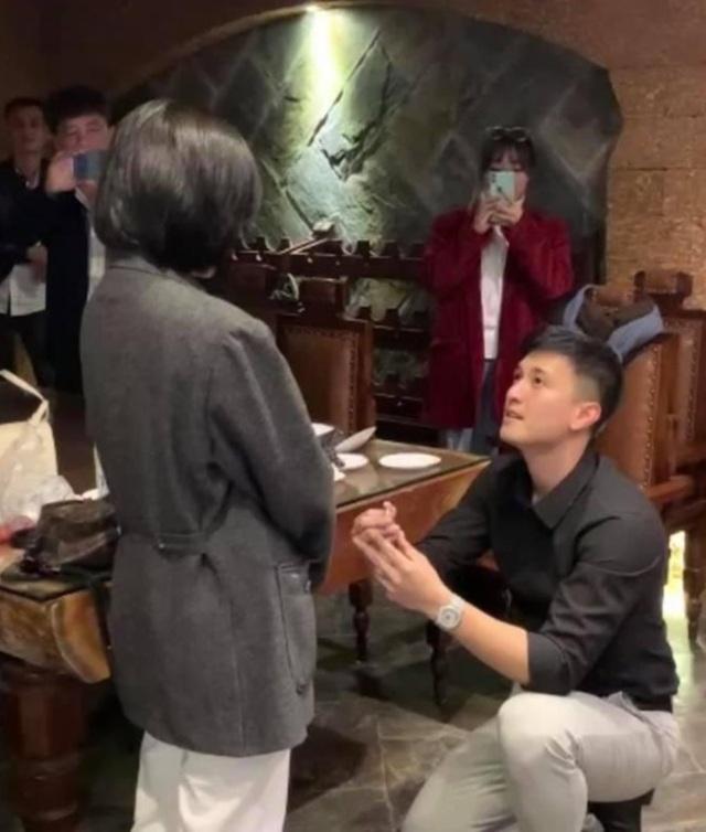 Huỳnh Anh cầu hôn MC Bạch Lan Phương - 2