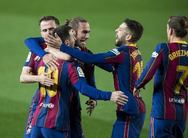 Messi lập siêu phẩm sút phạt, Barcelona soán vị trí của Real Madrid - 13