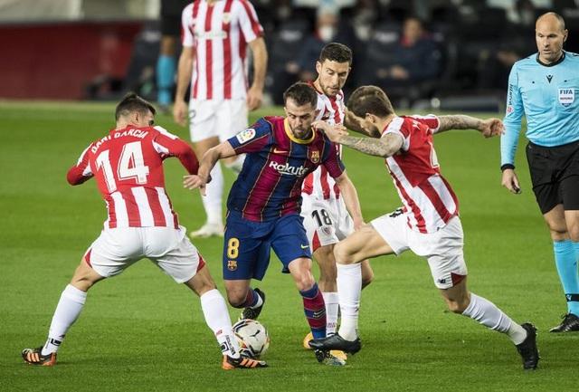 Messi lập siêu phẩm sút phạt, Barcelona soán vị trí của Real Madrid - 12
