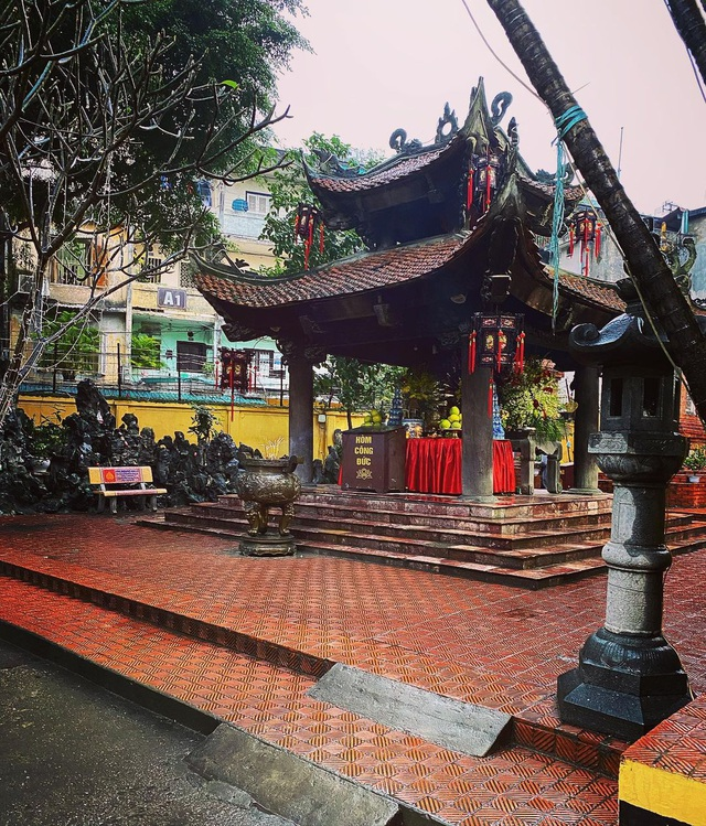Visit 5 famous sacred temples, pray for good luck at the beginning of the year in Hanoi - 3