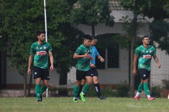 V-League tạm dừng, Lee Nguyễn vẫn tập đến sát Tết - 3