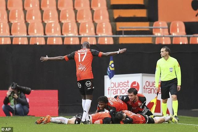 Neymar lập cú đúp, PSG vẫn thua sốc đội gần bét bảng Lorient - 1
