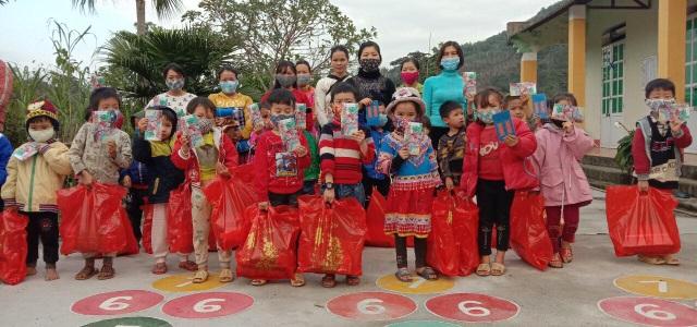 Hà Nội: Trường phổ thông mang tết sẻ chia đến học sinh vùng cao - 2
