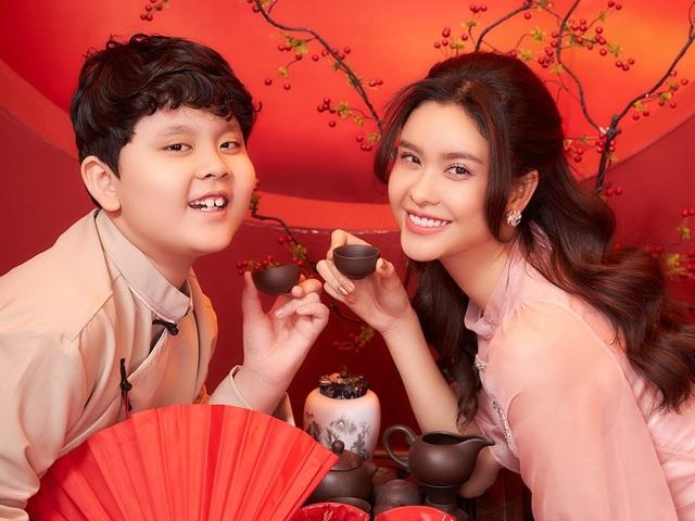 Con trai Trương Quỳnh Anh lớn phổng phao, chững chạc bên mẹ trong ảnh Tết - 5