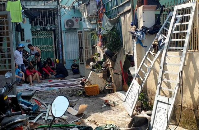 Nổ lớn trong khu dân cư, 1 người bị thương, 4 căn nhà hư hỏng - 2