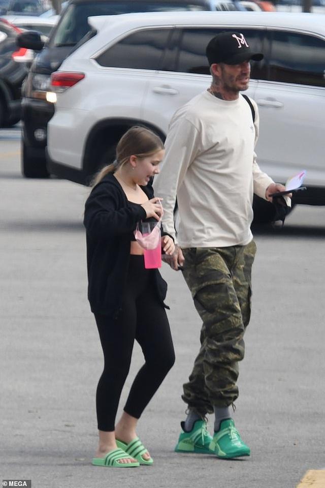 Con gái 9 tuổi của David Beckham đáng yêu với áo crop-top - 1