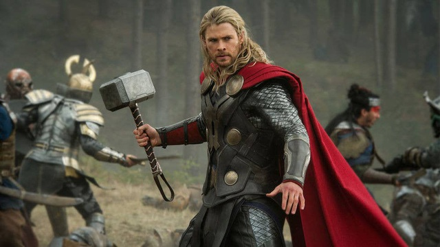 Chris Hemsworth khoe cơ bắp tại trường quay phim Thor - 8