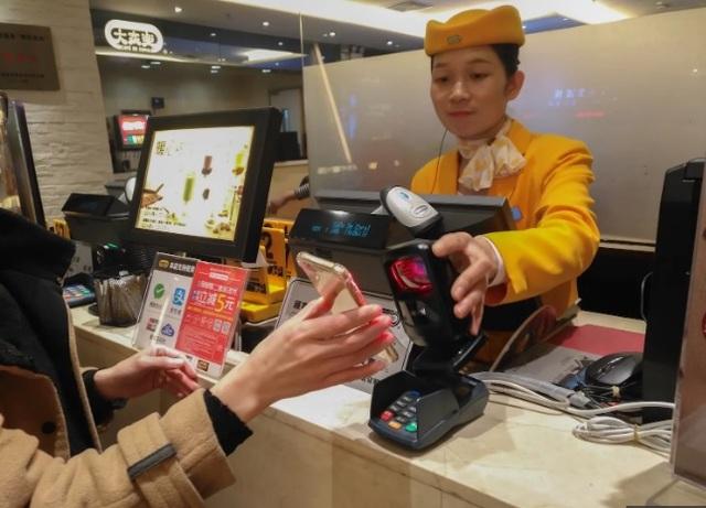 Thanh toán không tiền mặt tại cửa hàng tạp hóa truyền thống, tại sao không? - 1