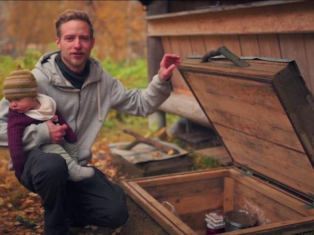 Cuộc sống không điện, nước của gia đình 8 năm ở ẩn trong rừng - 10