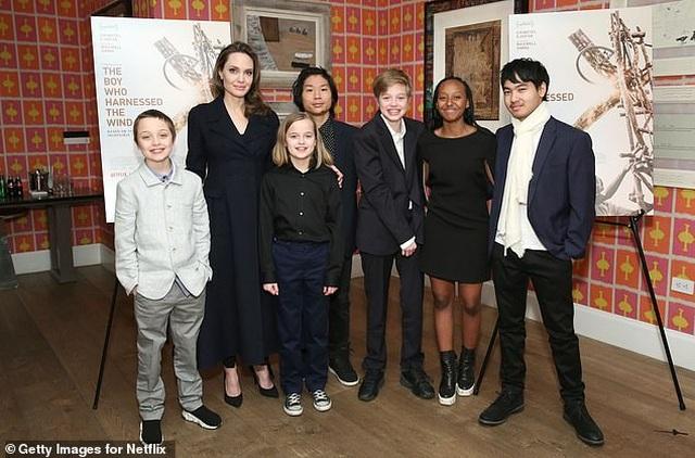 Angelina Jolie thừa nhận thiếu kỹ năng khi làm bà mẹ ở nhà - 3