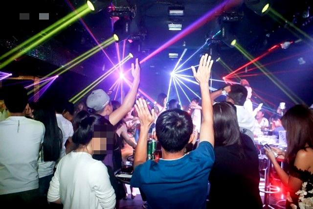 Bình Phước tạm dừng dịch vụ karaoke, spa, vũ trường từ 7h sáng nay - 1