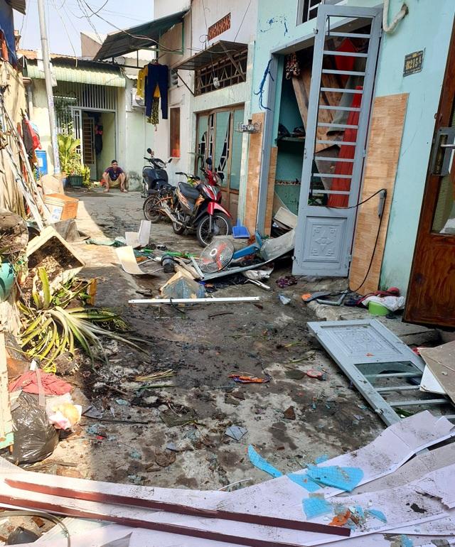 Nổ lớn trong khu dân cư, 1 người bị thương, 4 căn nhà hư hỏng - 1