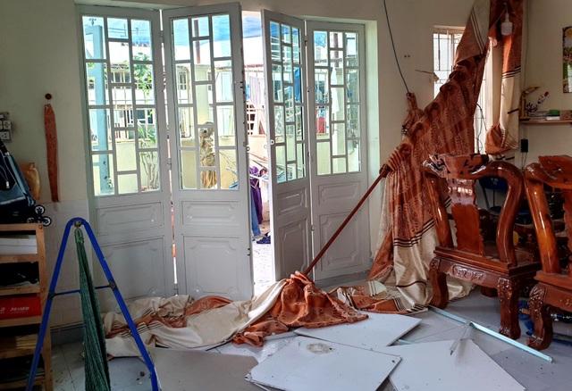 Nổ lớn trong khu dân cư, 1 người bị thương, 4 căn nhà hư hỏng - 4