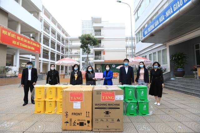 Sở GDĐT Hà Nội tặng máy giặt cho khu cách ly Trường tiểu học Xuân Phương - 2