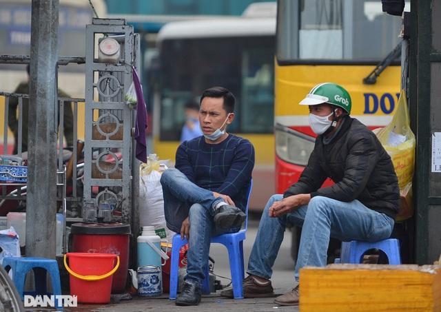 Người dân ở Hà Nội lơ là phòng dịch, không đeo khẩu trang tụ tập đông người - 14