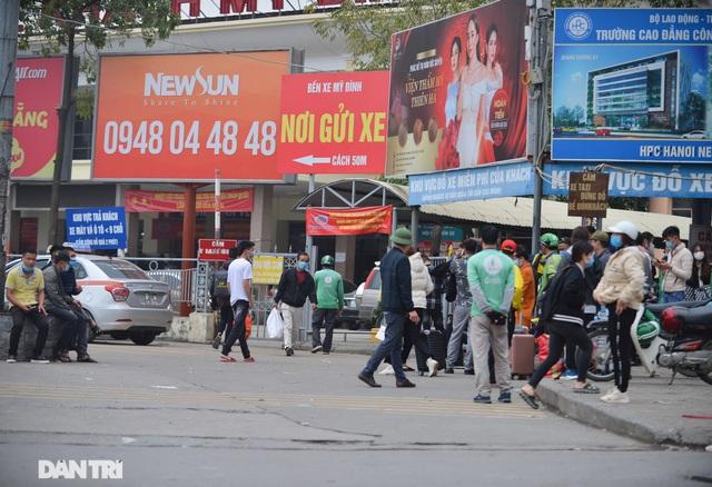 Người dân ở Hà Nội lơ là phòng dịch, không đeo khẩu trang tụ tập đông người - 8
