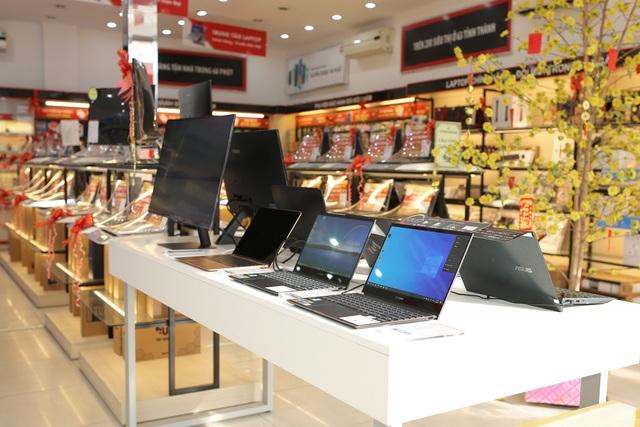 Laptop đồng loạt giảm giá, sức mua tăng mạnh những ngày cuối năm - 1