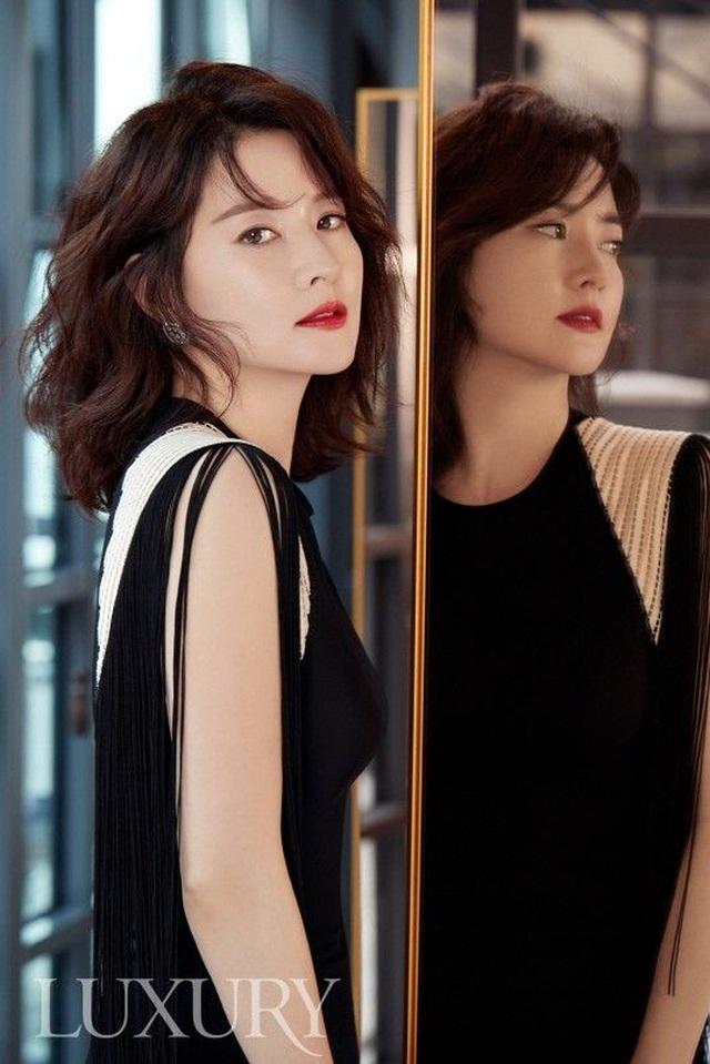 Fan ngất ngây với loạt ảnh xinh xuất sắc thời trẻ của Lee Young Ae - 9