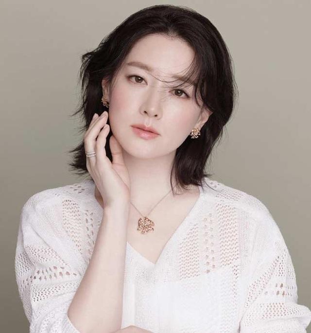 Fan ngất ngây với loạt ảnh xinh xuất sắc thời trẻ của Lee Young Ae - 14