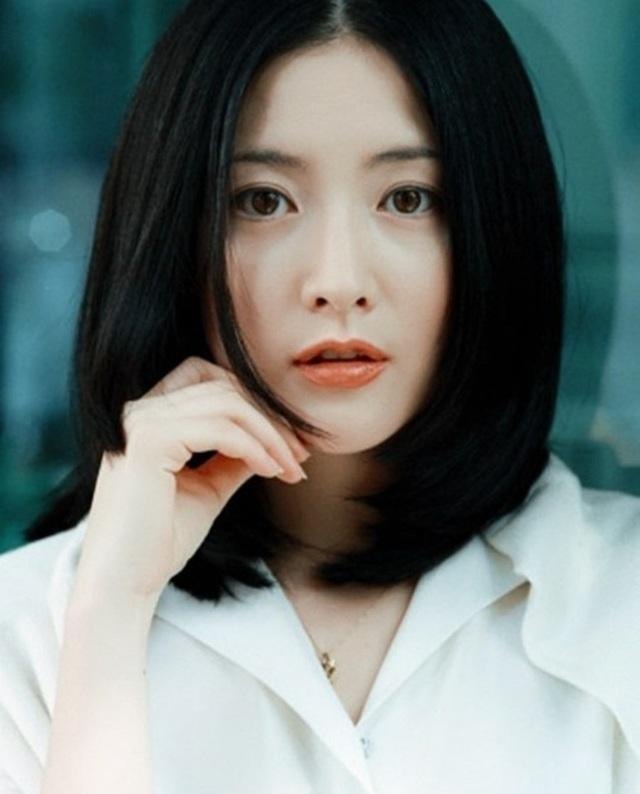 Fan ngất ngây với loạt ảnh xinh xuất sắc thời trẻ của Lee Young Ae - 1