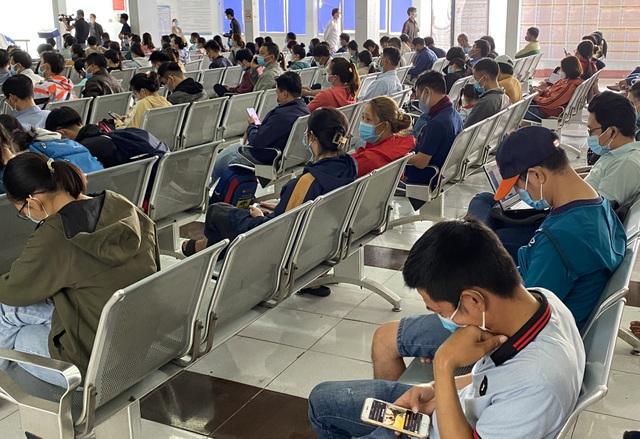 Người dân ồ ạt trả vé tàu Tết vì sợ dịch - 2