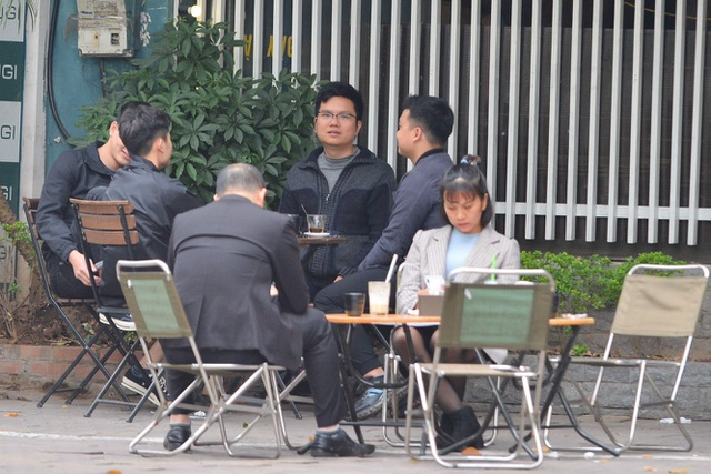 Người dân ở Hà Nội lơ là phòng dịch, không đeo khẩu trang tụ tập đông người - 7