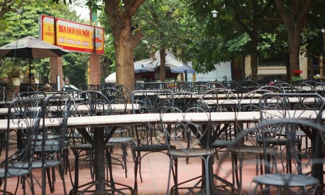 Không một bóng khách, nhà hàng, quán nhậu ở Hà Nội đồng loạt đóng cửa - 9