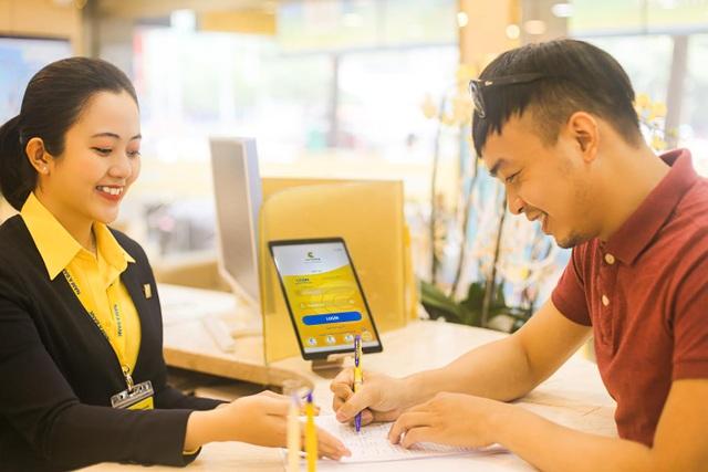 Nam A Bank tặng lộc xuân cho khách hàng giao dịch đầu năm - 2