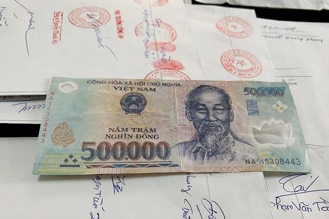 Triệt xóa đường dây chuyên mang tiền giả đi đổi lấy tiền thật - 2
