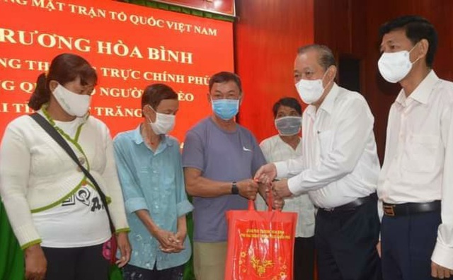 Phó Thủ tướng Trương Hòa Bình tặng quà Tết tới hộ nghèo tại Sóc Trăng - 1