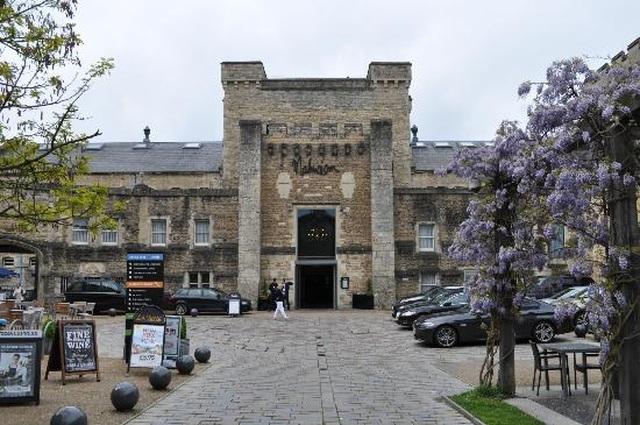 Loạt nhà tù khắc nghiệt lột xác ngoạn mục thành khách sạn sang chảnh - 5