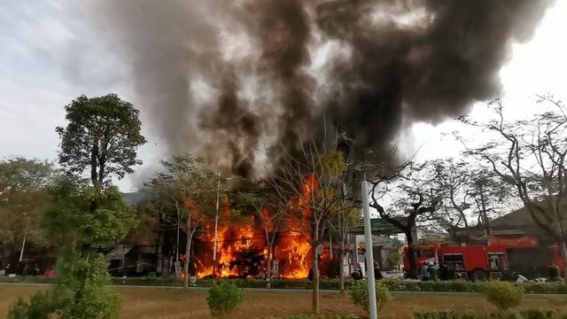 Cháy lớn tại quán karaoke rộng hàng trăm m2 ở Hải Phòng - 1