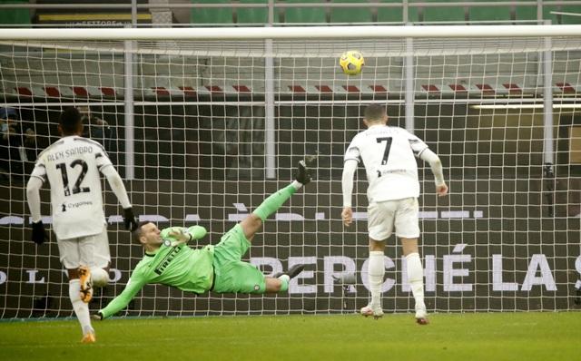 Những khoảnh khắc C.Ronaldo tỏa sáng giúp Juventus hạ gục Inter Milan - 4