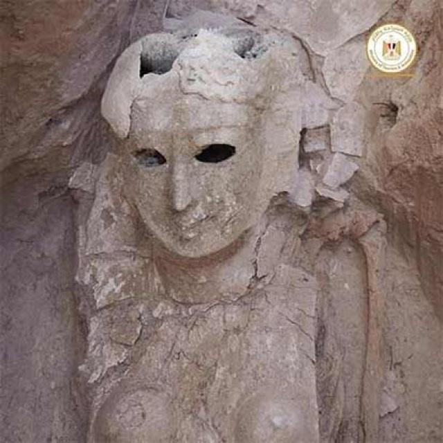 Phát hiện xác ướp lưỡi vàng nghi là lăng mộ của Nữ hoàng Cleopatra - 2