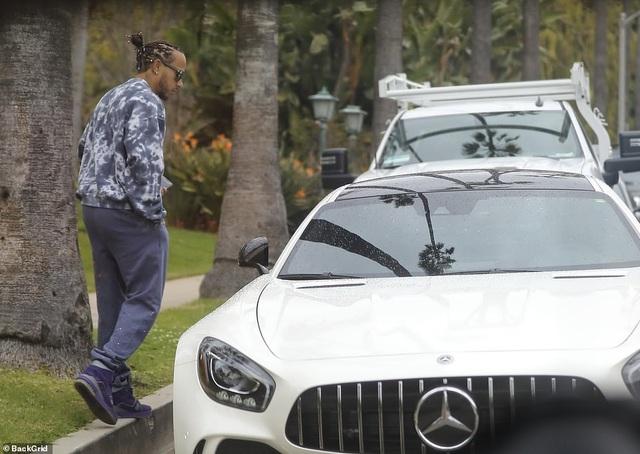 Lewis Hamilton bất ngờ lộ ảnh đi khách sạn cùng người mẫu 23 tuổi