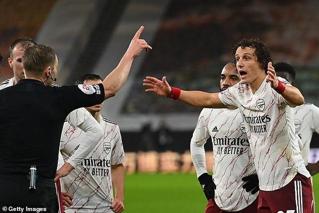 Tranh cãi tình huống David Luiz nhận thẻ đỏ oan khiến Arsenal thất bại - 2
