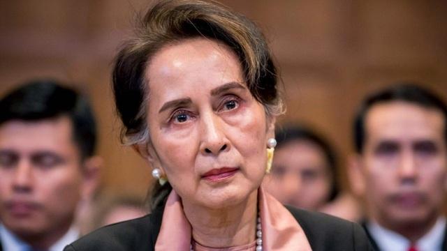 Bà Suu Kyi lần đầu xuất hiện sau khi bị lật đổ, bị gán thêm tội danh - 1