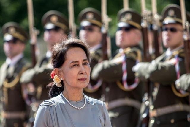 Bà Aung Suu Kyi bị cáo buộc phạm luật xuất nhập khẩu, đối mặt 3 năm tù - 1