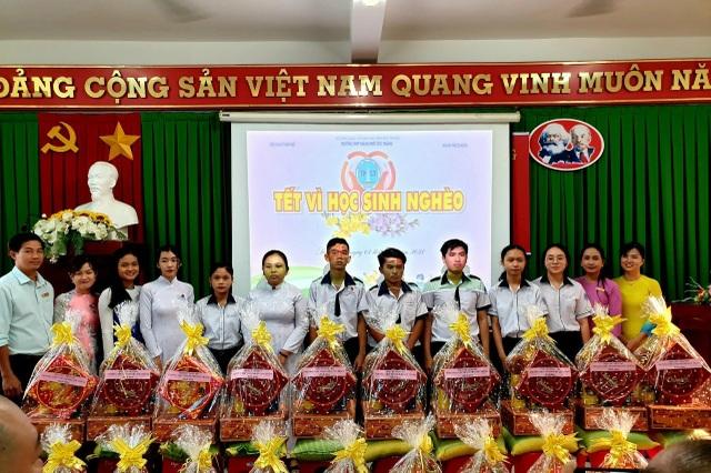 Phó Thủ tướng Trương Hòa Bình tặng quà Tết tới hộ nghèo tại Sóc Trăng - 3