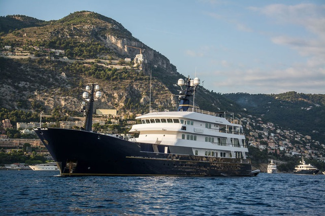 Siêu du thuyền 9 triệu USD sang chảnh của ông trùm F1 mua tặng vợ con - 1