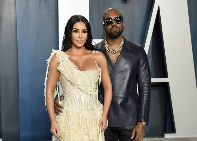 Kim Kardashian ít có liên hệ với Kanye West - 4