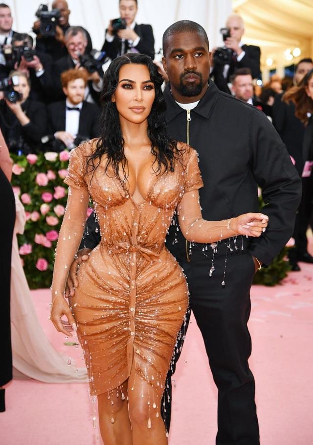 Kim Kardashian ít có liên hệ với Kanye West - 5