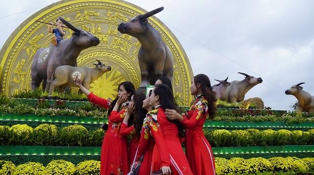 Ngắm biểu tượng linh vật Gia đình Trâu sum vầy hạnh phúc đón Tết Tân Sửu - 8