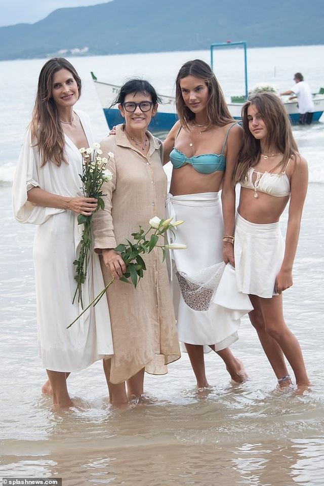 Thiên thần nội y Alessandra Ambrosio vẫn quyến rũ ở tuổi 40 - 8