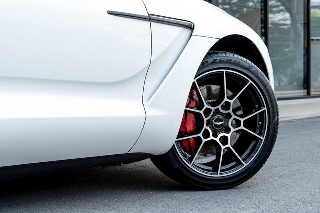 SUV siêu sang Aston Martin DBX chính thức ra mắt thượng khách Việt - 2