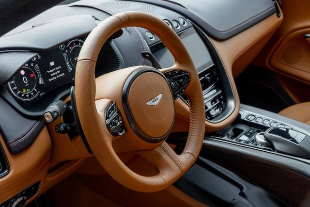 SUV siêu sang Aston Martin DBX chính thức ra mắt thượng khách Việt - 5