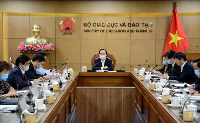 """Bộ trưởng Phùng Xuân Nhạ: """"Phải nâng cao chất lượng dạy học trực tuyến"""""""