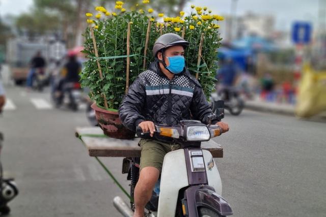 Đà Nẵng: Chợ hoa Tết vắng khách, nghề vận chuyển cũng ế theo - 4