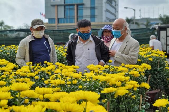 Đà Nẵng: Chợ hoa Tết vắng khách, nghề vận chuyển cũng ế theo - 1