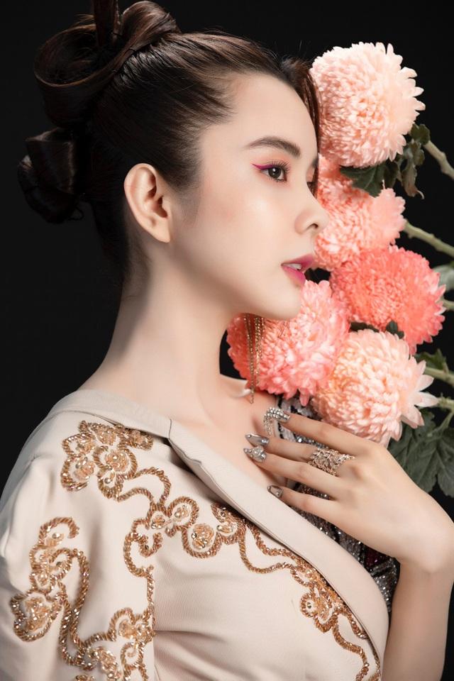 Hoa hậu Huỳnh Vy diện váy sắc màu rực rỡ - 6